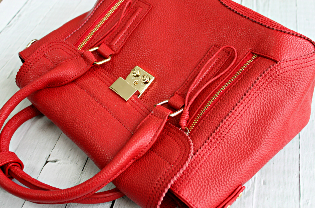 best-red-beauty-products-baginc-goldie-medium-bag-review-04
