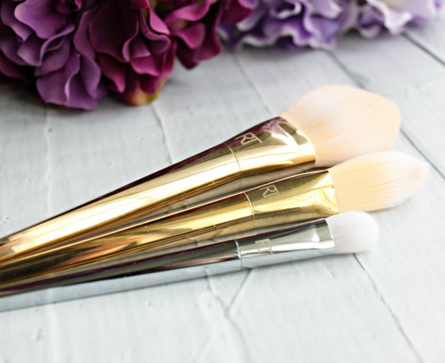 Real Techniques Bold Metals Collection 200 Oval Shadow Brush Review