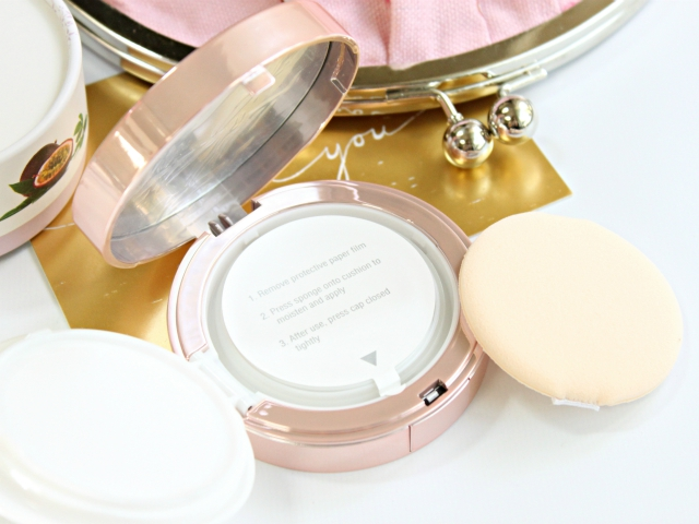 Looking for all-natural makeup? Then definitely check out new Maracuja Oil Sheer Air Cushion Foundation, Mascara, and Mattifying Primer from 100% Pure! Read more at: https://glamorable.com | via @glamorable