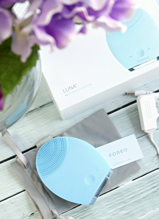 Today on the blog I'm comparing FOREO Luna and Luna mini. Check it out to find out which one is right for you! >> https://glamorable.com | via @glamorable
