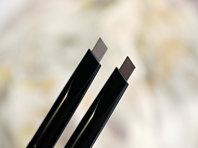 Hourglass Arch Brow Warm Blonde Swatch. Read more at >> www.glamorable.com | via @glamorable