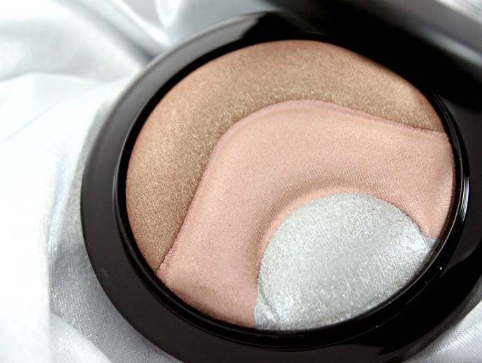 MAC Otherearthly Mineralize Skinfinish Swatch, Review