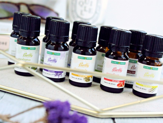 5 Productivity Tips for Bloggers | Create your own custom aromatherapy blend for staying focused and alert throughout the day.