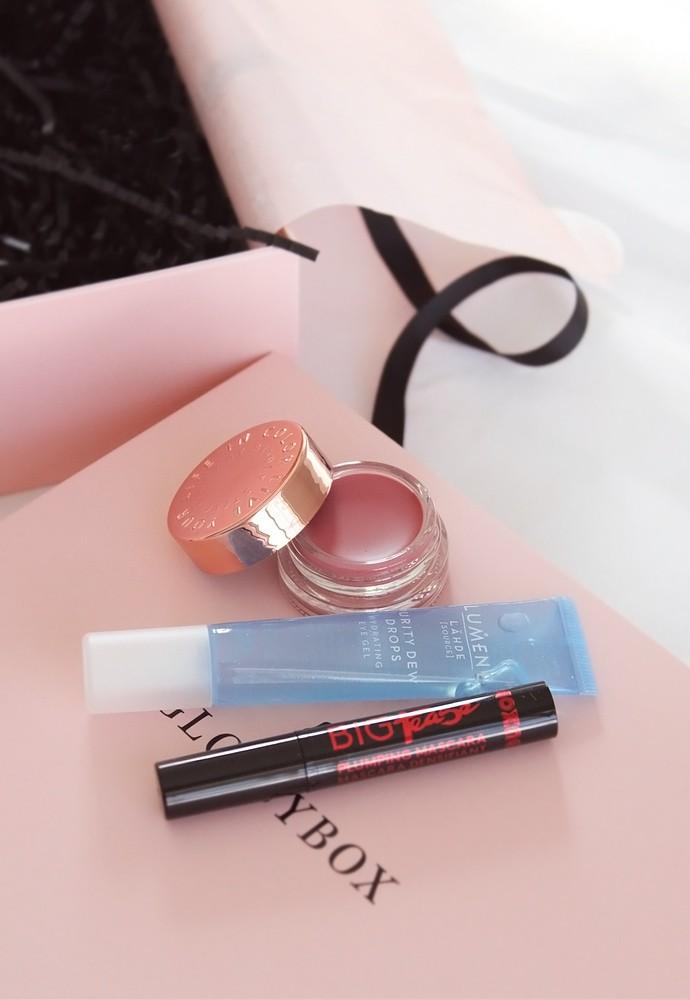 Glossybox January 2018 Review - via @glamorable #glossybox #subscriptionbox #beautybox #makeup #skincare #glossyandfresh