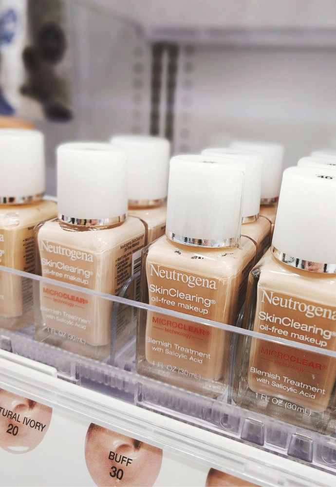 Neutrogena Hydro Boost Makeup - via @glamorable #neuyearneuyou #makeup #neutrogena #drugstorebeauty