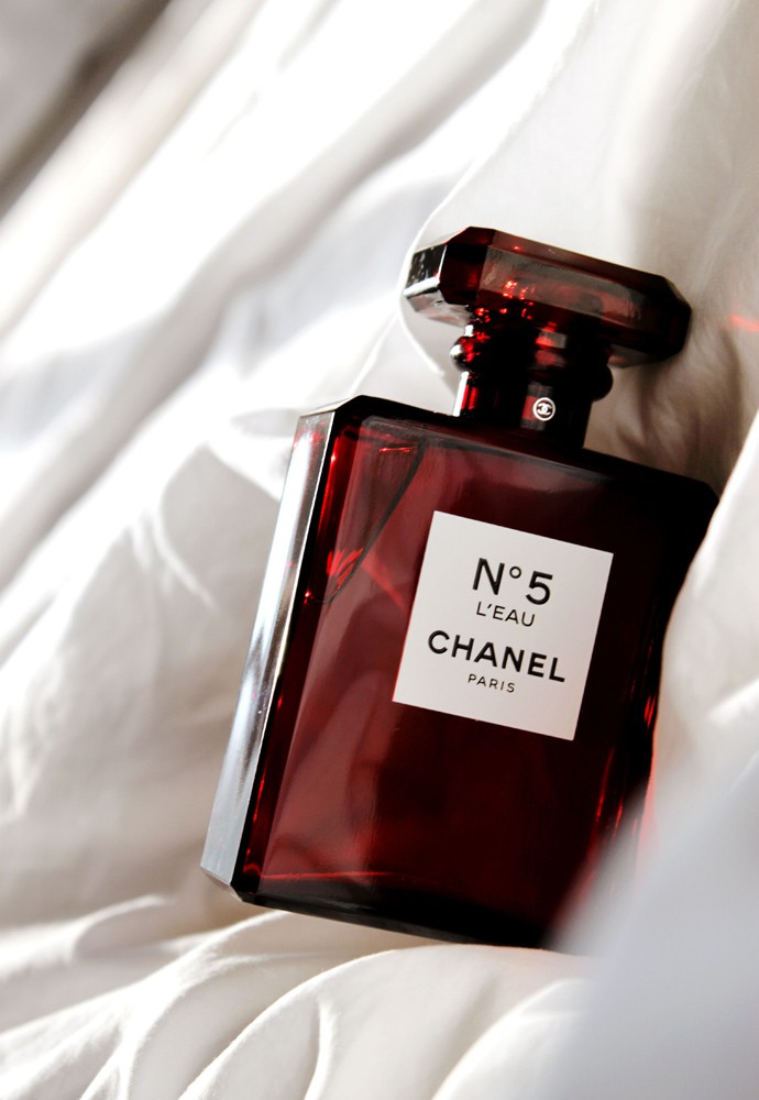 Best holiday gifts from CHANEL beauty | @glamorable - via glamorable.com